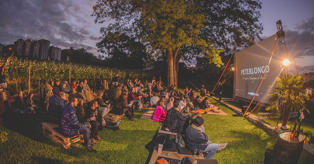 Wine Movie da Peterlongo, cinema ao ar livre da forma mais encantadora possível! Imagem: Jeferson Soldi / Divulgação